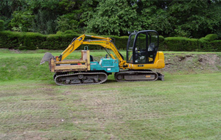 Mini digger and tracked dumper